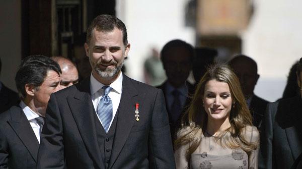 """Caballero Bonald defensa la paraula """"contra els desnonaments de la raó"""" al rebre el Cervantes"""