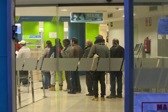 El banco de espa a prev que el paro escalar al 27 1 for Oficina de paro barcelona