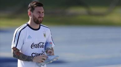 L'Argentina, als peus de Messi