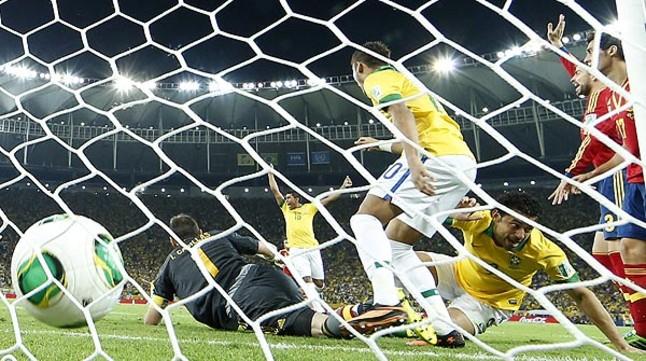 Fred bate a Casillas nada más comenzar el partido