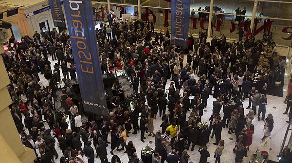 Gala de la elecci�n del Catal� de l'any 2012. Ambiente e invitados.