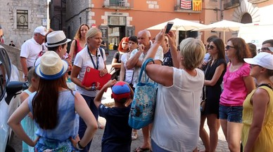 Girona prohibirá que los guías turísticos vayan con altavoces por el Barri Vell
