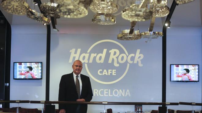 Hamish Dodds, el CEO de Hard Rock Cafe, en el restaurante de la firma en Barcelona.