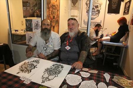 Mao (derecha) y Mik, el s�bado en la Barcelona Tattoo Expo.
