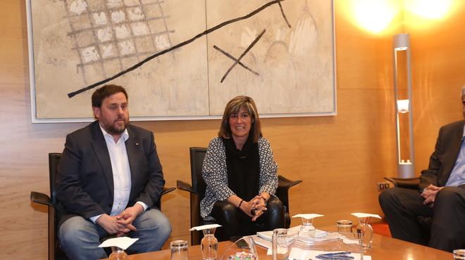 La alcaldesa N�ria Mar�n y el vicepresidente de la Generalitat, Oriol Junqueras, en un encuentro en el ayuntamiento de L'Hospitalet.