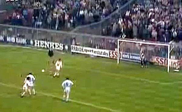 El m�tico penalti de Cruyff y Olsen en 1982.