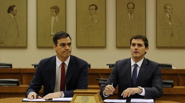 El pacto de PSOE y Ciudadanos aleja a Iglesias de S�nchez