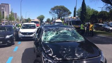 Xoc entre un cotxe d'Uber i dos taxis a Madrid: quatre ferits davant Cuatro Torres