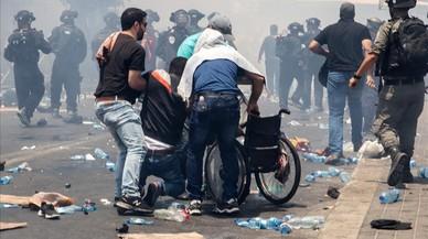 Tres palestinos muertos y 400 heridos en los disturbios de Al Aqsa contra las medidas de seguridad israelís