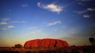 Australia prohibirá subir a una montaña sagrada para los aborígenes