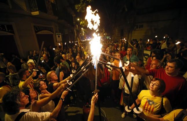Marcha de antorchas en recuerdo del 11 de septiembre de 1714, esta madrugada en Barcelona.