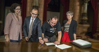 Los firmantes de la moci�n que ratifica su compromiso con el 9-N, el martes.