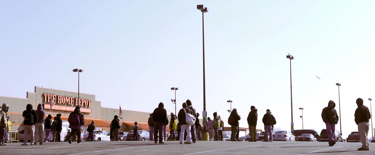 Parados en busca de trabajo en EEUU.