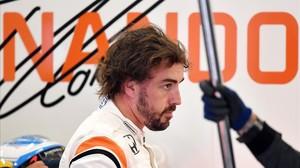 Fernando Alonso, tras una sesión de entrenamiento, este sábado en Silverstone.
