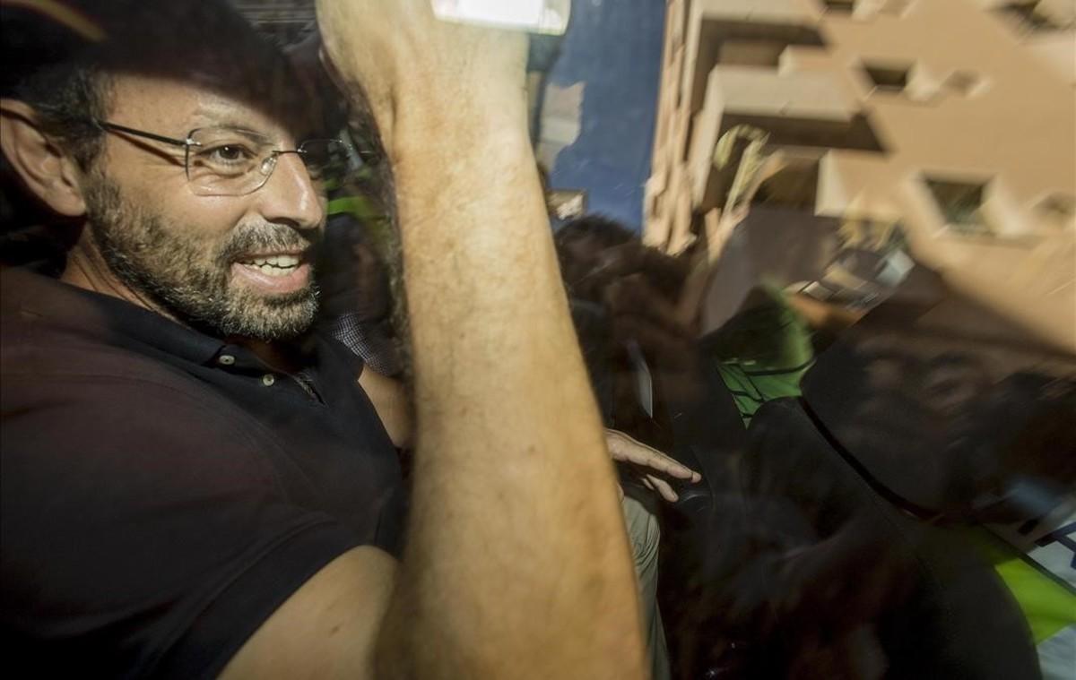 Sandro Rosell sale detenido de su domicilio el pasado 25 de mayo
