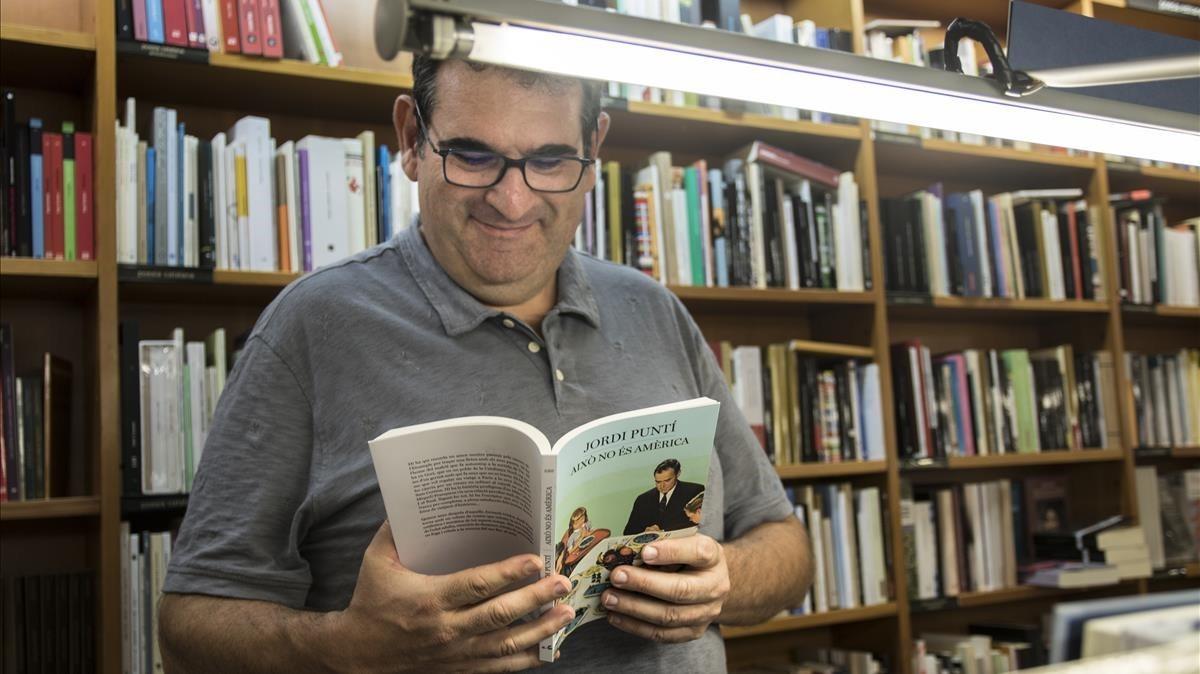 Jordi Puntí, en la librería Laie.