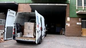 abertran40173325 una furgoneta amb material estacionada a l interior de l emp170918103817