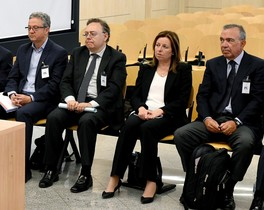 Los exdirectivos de la antigua Caja de Ahorros del Mediterráneo (CAM), los exdirectores generales, Roberto López Abad (d) y María Dolores Amorós (2d), el exdirector general de Planificación y Control Teófilo Sogorb (2i)