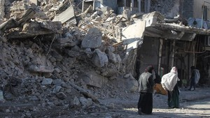 zentauroepp41556817 iraqi women and children walk in the streets of the old city180121125032
