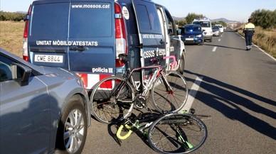 Ciclistas embestidos por un vehículo que se dio a la fuga en el Alt Camp, el pasado diciembre.
