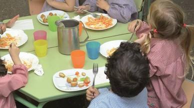 Santa Coloma inicia un proyecto piloto de comedor para alumnos de ESO en riesgo de exclusión social