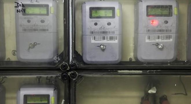 El precio de la luz vuelve a escalar por encima de 80 euros este lunes