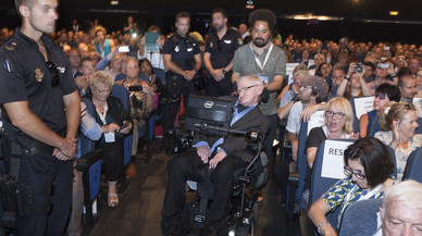 Detinguda una dona a Tenerife per amenaçar de mort Stephen Hawking