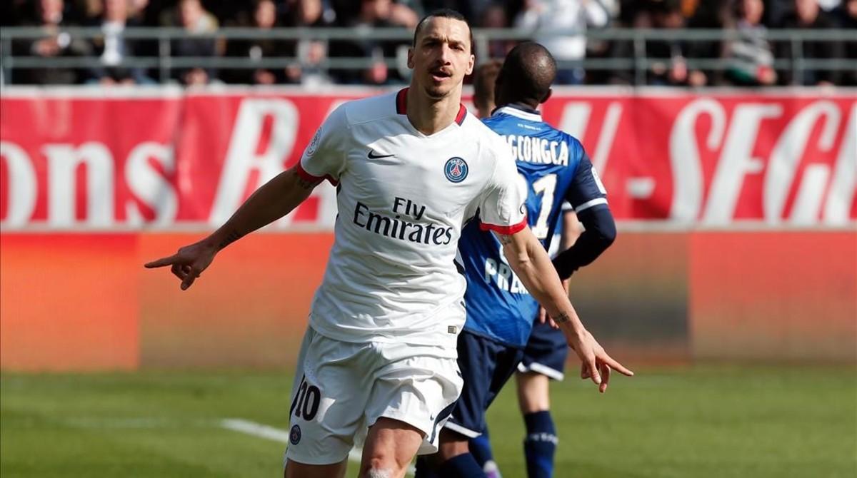 """Ibrahimovic: """"Si reemplazan la Torre Eiffel por mi estatua, me quedar� en el PSG"""""""