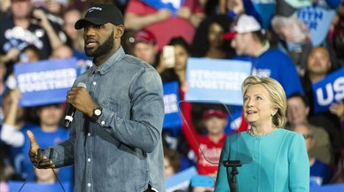 Clinton suma el suport de LeBron James