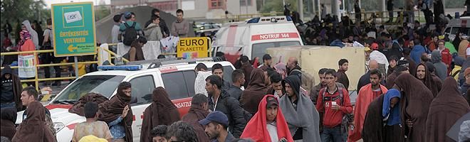 Los primeros refugiados han llegado en autobuses desde Hungr�a a Nickelsdorf, en la frontera de Austria