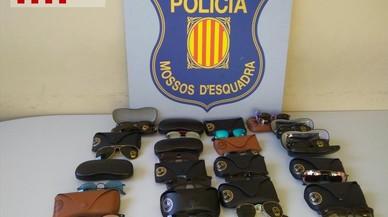 Detenidos una madre y su hijo por robar 200 gafas de sol valoradas en 35.000 euros de un almacén de Badalona