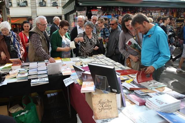 Una parada de libros en la Rambla de Barcelona, este martes por la mañana