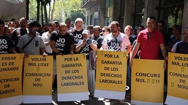 Trabajadores de la empresa de transporte p�blico TUSGSAL reclaman la nulidad del concurso de adjudicaci�n del Nit busen la protesta de este lunes delante la sede de Barcelona en Com�.