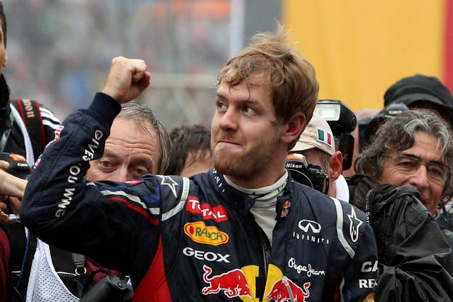 Vettel logra el título en una carrera muy movida