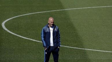Zinedine Zidane, durante un entrenamiento del Madrid en Valdebebas.