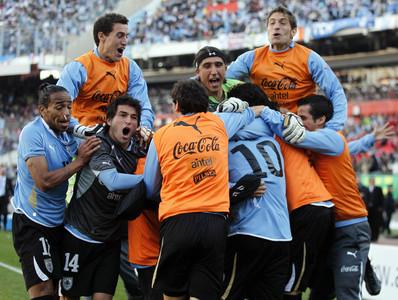 La selección de Uruguay celebra su triunfo en la Copa América.