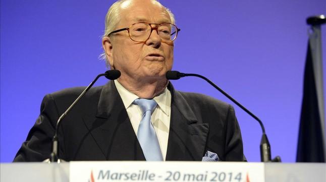 Jean-Marie Le Pen, durant la seva intervenció en el míting de lFN a Marsella, aquest dimarts.