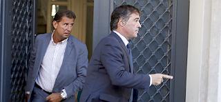 El fiscal anticorrupci�n sale de la casa de Oleguer Pujol, esta ma�ana.