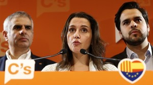 Fernando de Páramo (derecha), junto a la líder de Cs en el Parlament, Inés Arrimadas, y el diputado Carlos Carrizosa, el pasado enero.