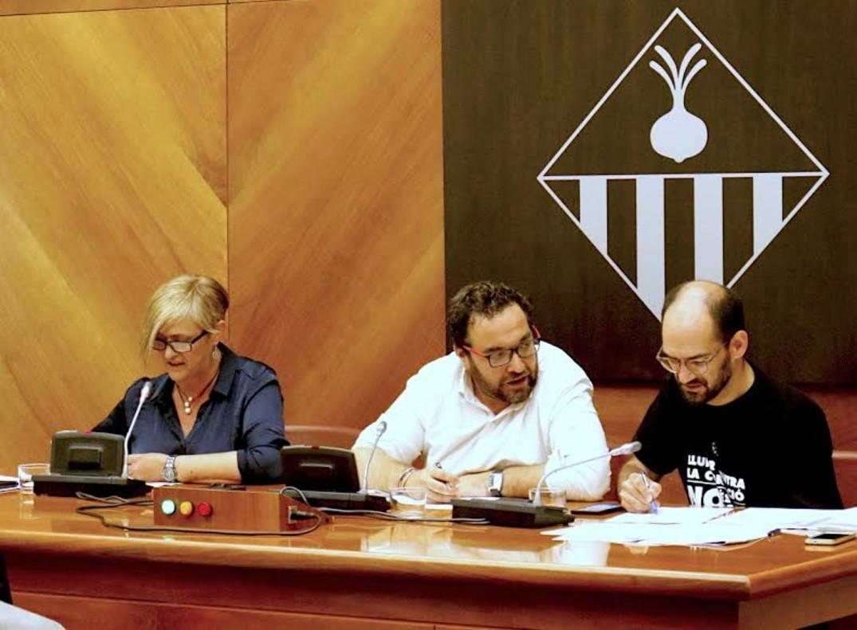 El alcalde de Sabadell, Juli Fernàndez, junto a los tenientes de alcalde Maties Serracant y Marisol Martínez.