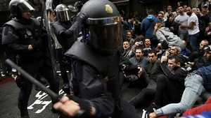zentauroepp40367198 spanish national police tries to dislodge pro referendum sup171123114457