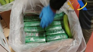 zentauroepp41196420 spanish police display packages of cocaine which were seized171205120811