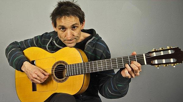 Albert Pla interpreta en acústico 'Antònia Font'.