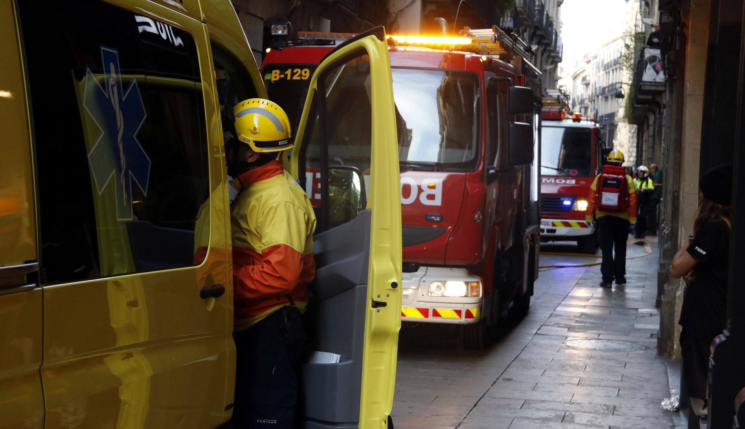 Un incendi afecta una escola d'art del carrer de Portaferrissa de Barcelona