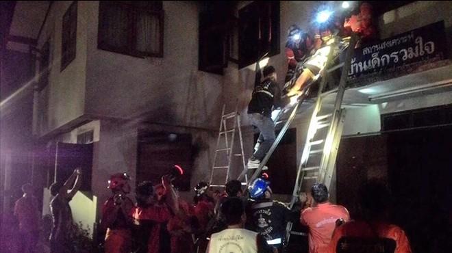 Almenys 17 nenes moren en l'incendi d'una escola cristiana a Tailàndia
