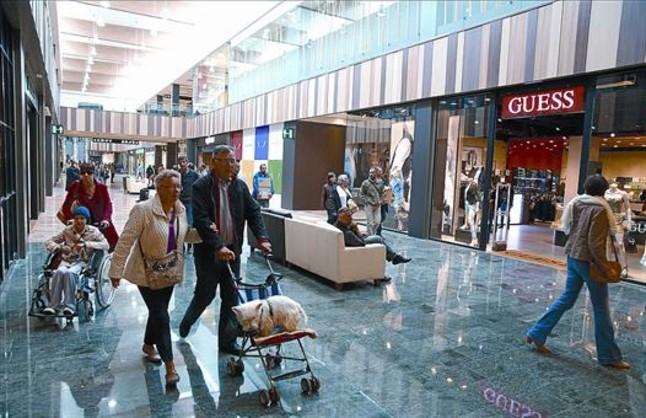 El 39 outlet 39 de la jonquera abre con 50 tiendas y 400 empleos - Centro comercial la jonquera ...