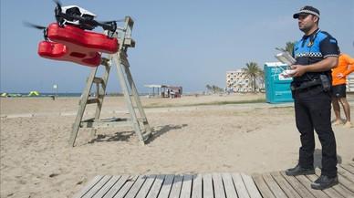 Simulacro de rescate en la playa con el apoyo de un dron.