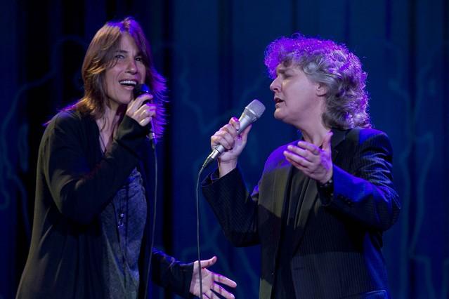 Las intérpretes Lídia Pujol y Mayte Martín,durante su actuación en la gala del Català de l'Any.