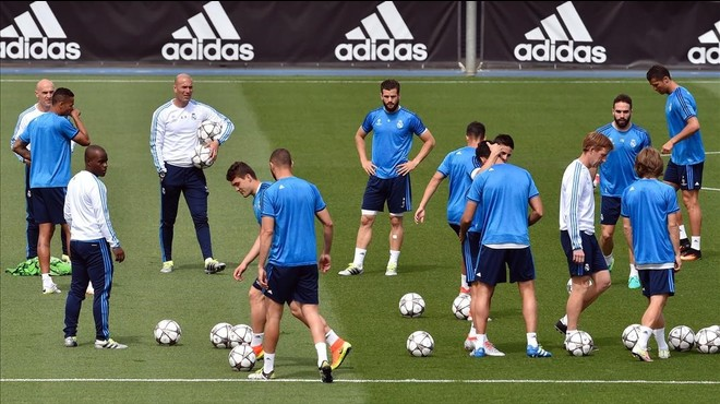Los jugadores del Real Madrid, durante un entrenamiento