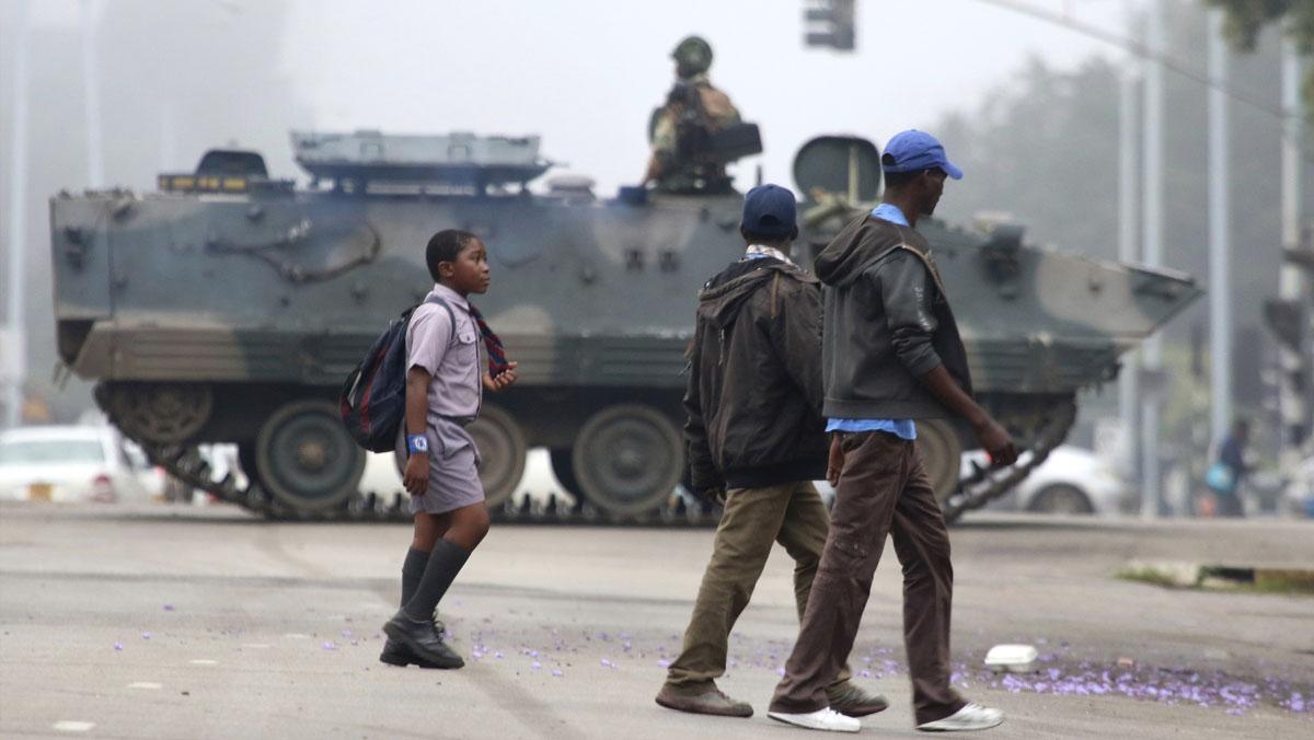 Máxima tensión en Zimbabue por la toma de control del país por el ejército